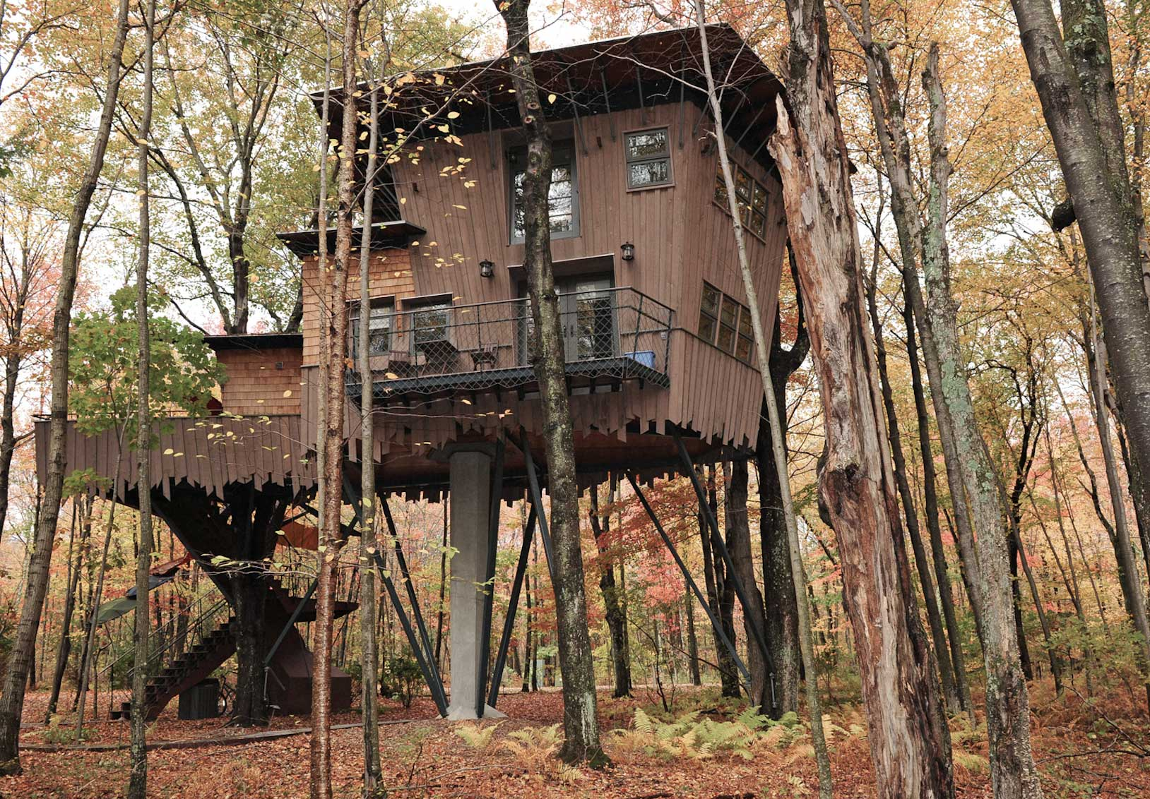 top unique treehouse hotels around the world - Winivan Farm